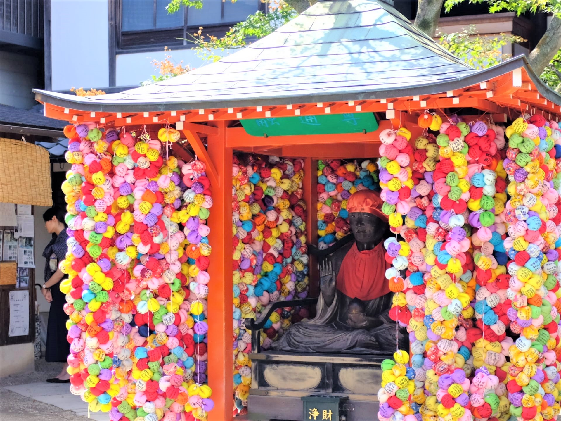 Yasaka Koshindo: the Most Colourful Temple in Kyoto