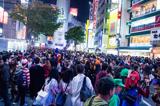 People packed at Shibuya Crossing on Halloween