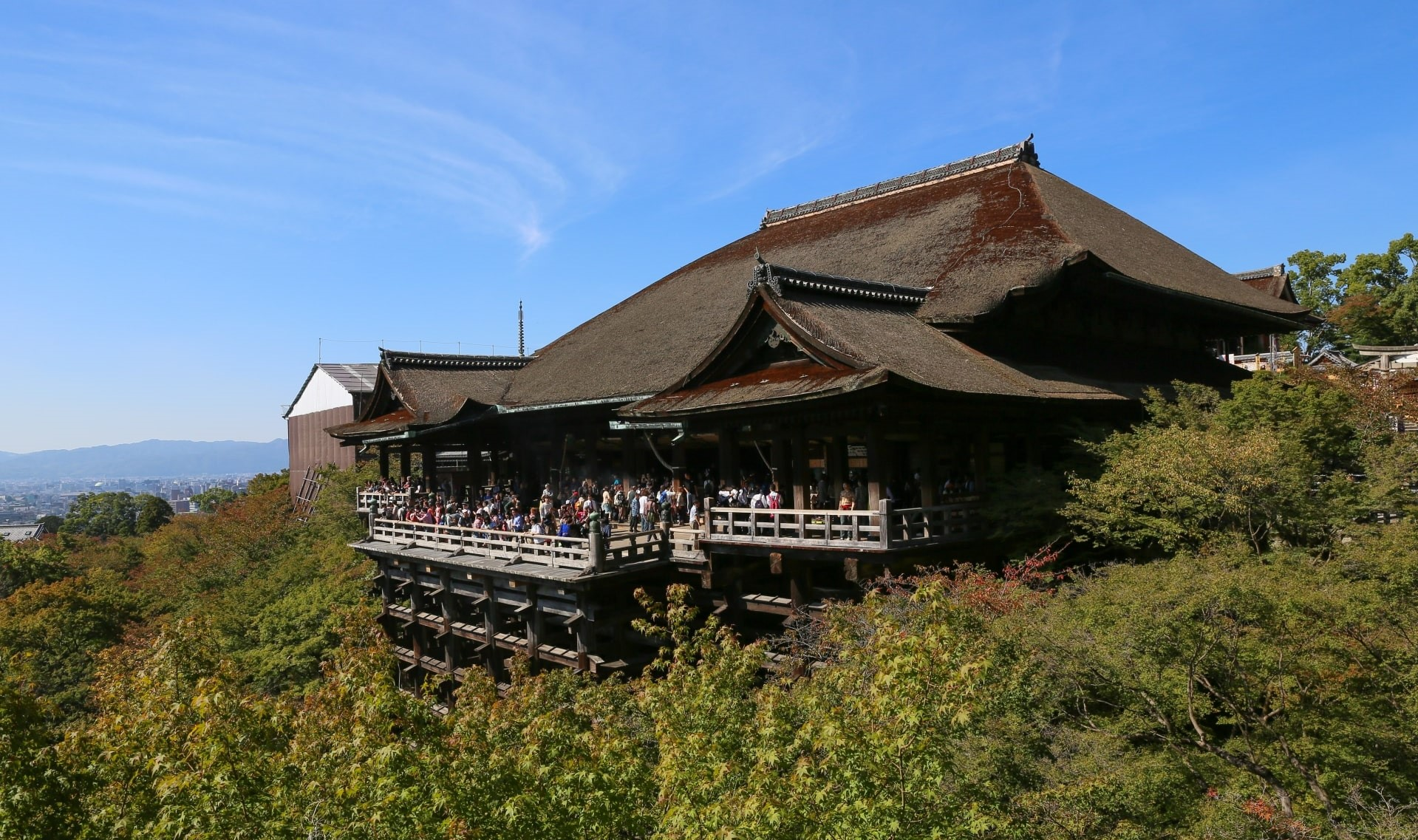 The large wooden terrace of Kiyomizudera Temple