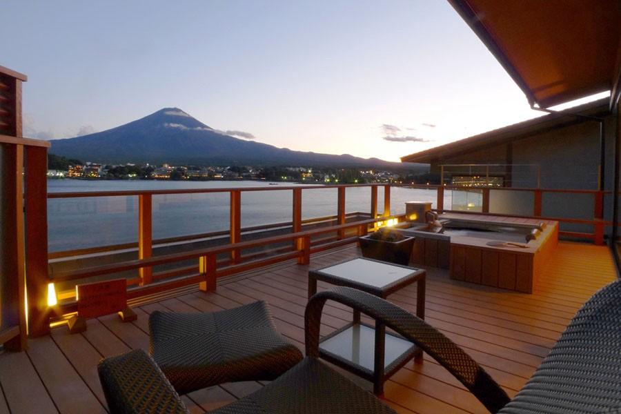 5 Onsen at Lake Kawaguchiko with a View of Mt.Fuji!