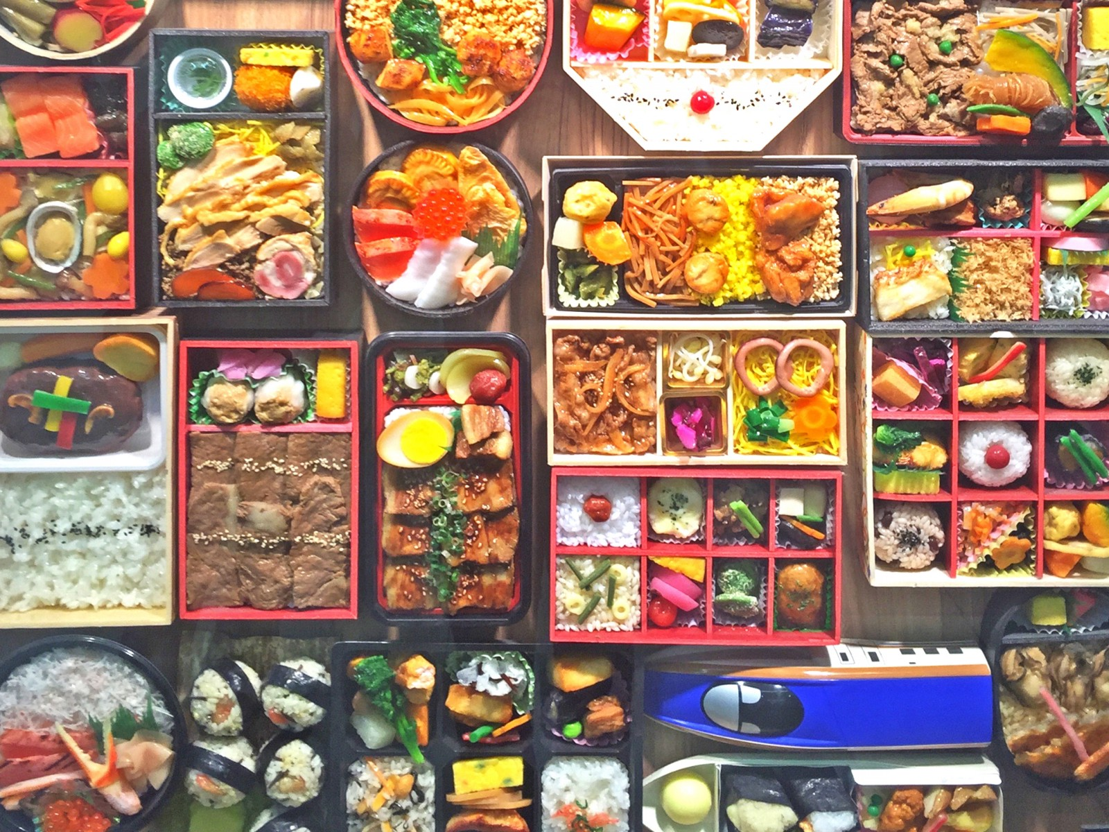 EKIBEN : Train Station Bento Boxes in Japan