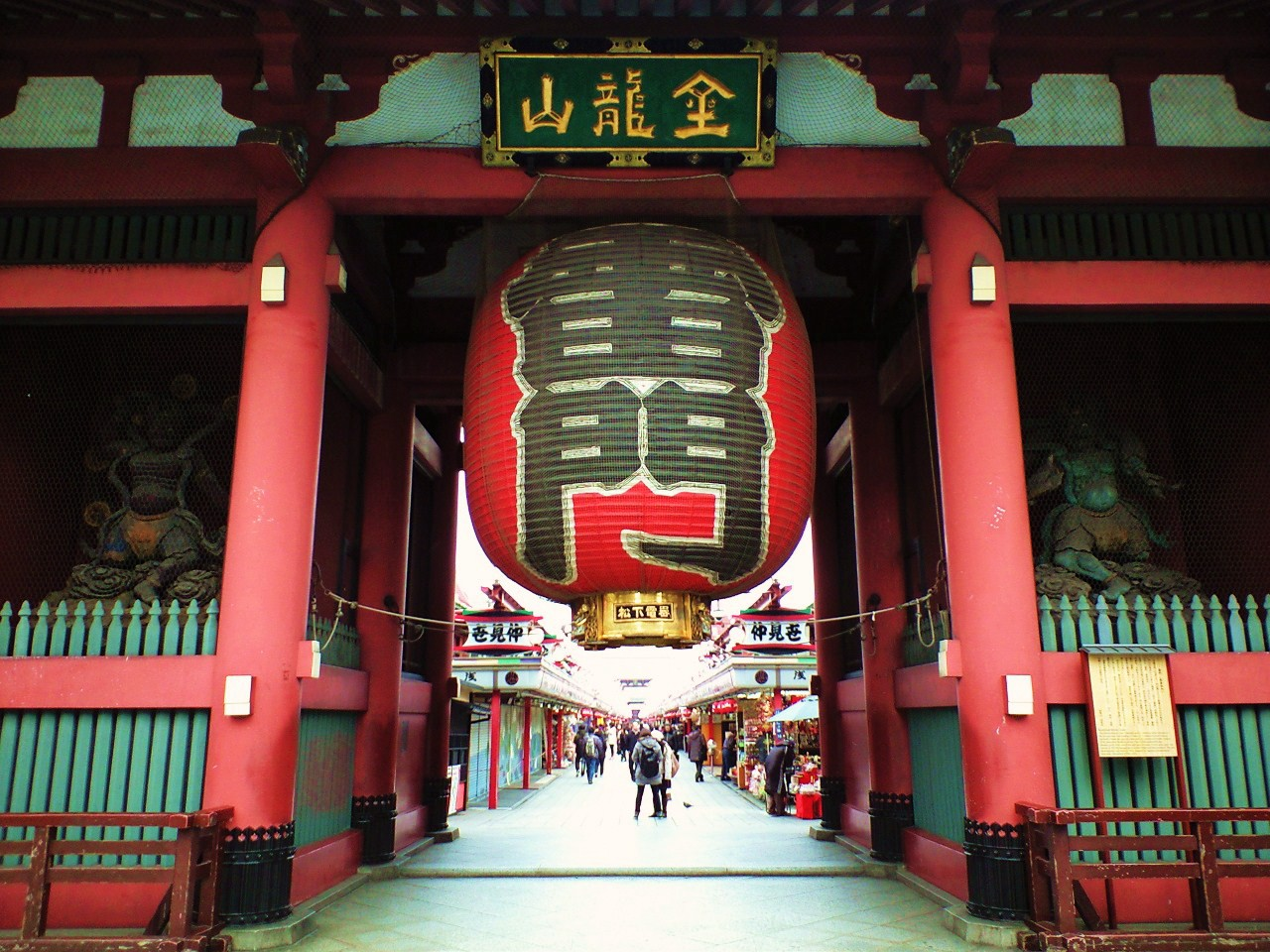 The entrance of Asakusa Sensoji, Kaminarimon Gate