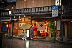Gion: Traditional Geisha District in Kyoto