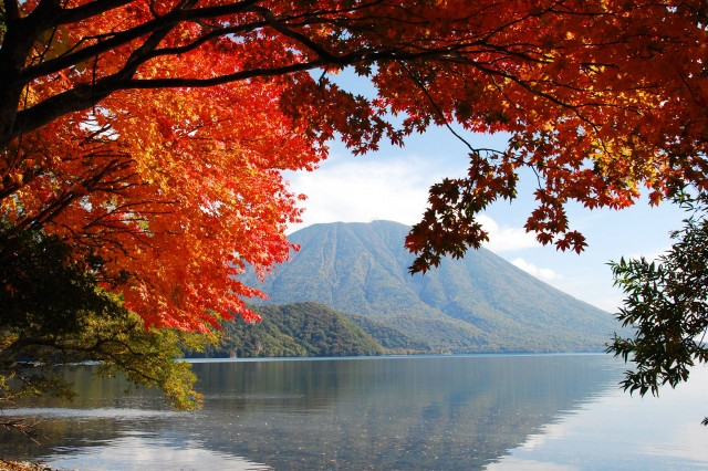 Lake Chuzenji with red maple leaves