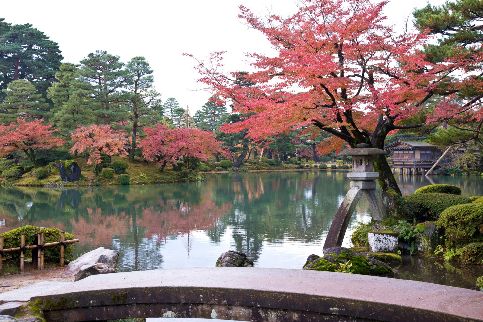 Kenrokuen Garden in autumn
