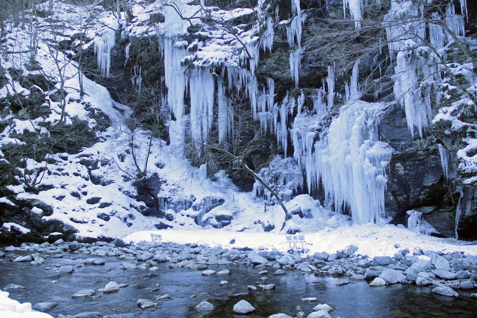 The natural art in winter: icicles of Misotsuchi