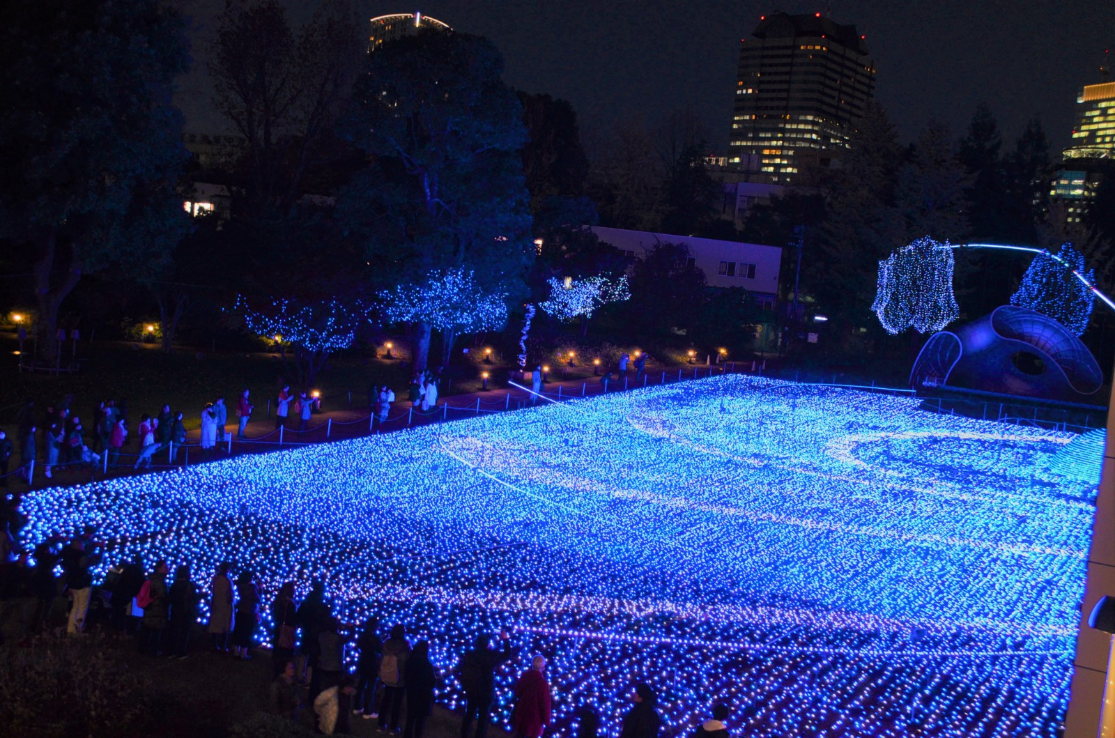 Romantic and spectacular winter illuminations in Tokyo