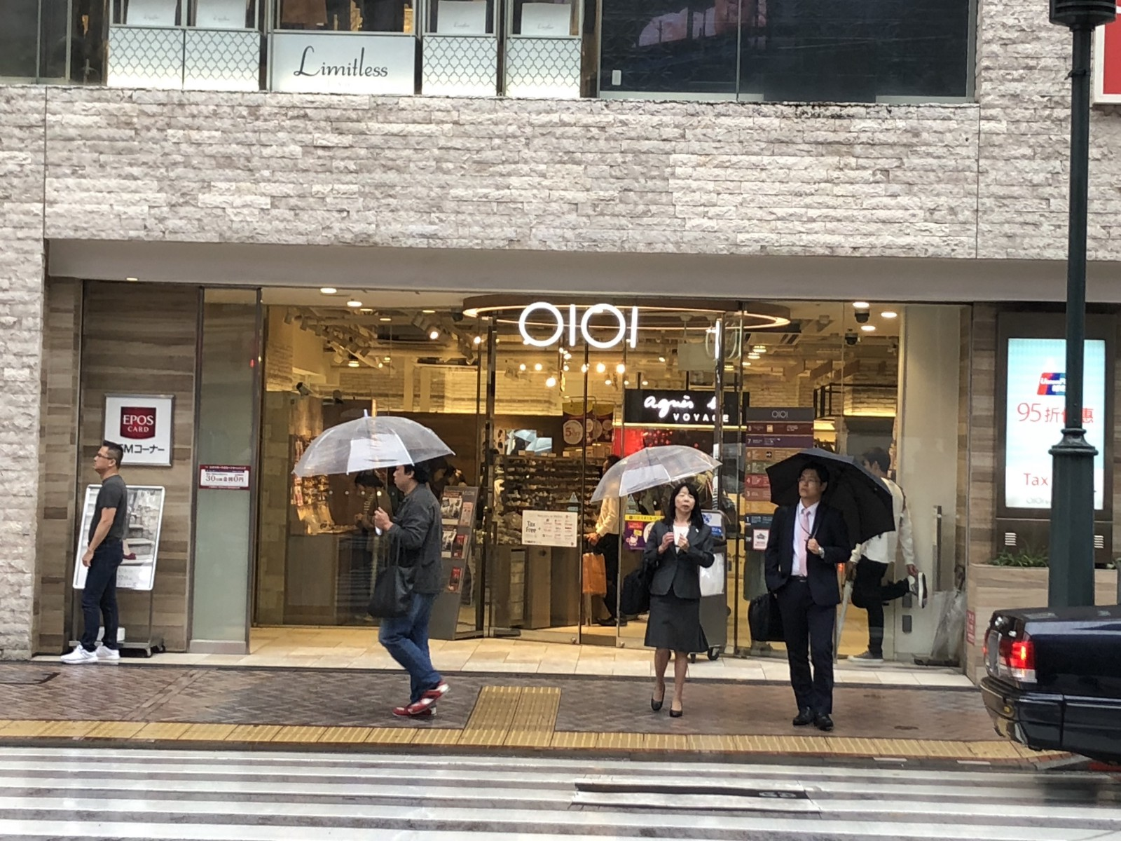 The entrance of OIOI Shibuya store