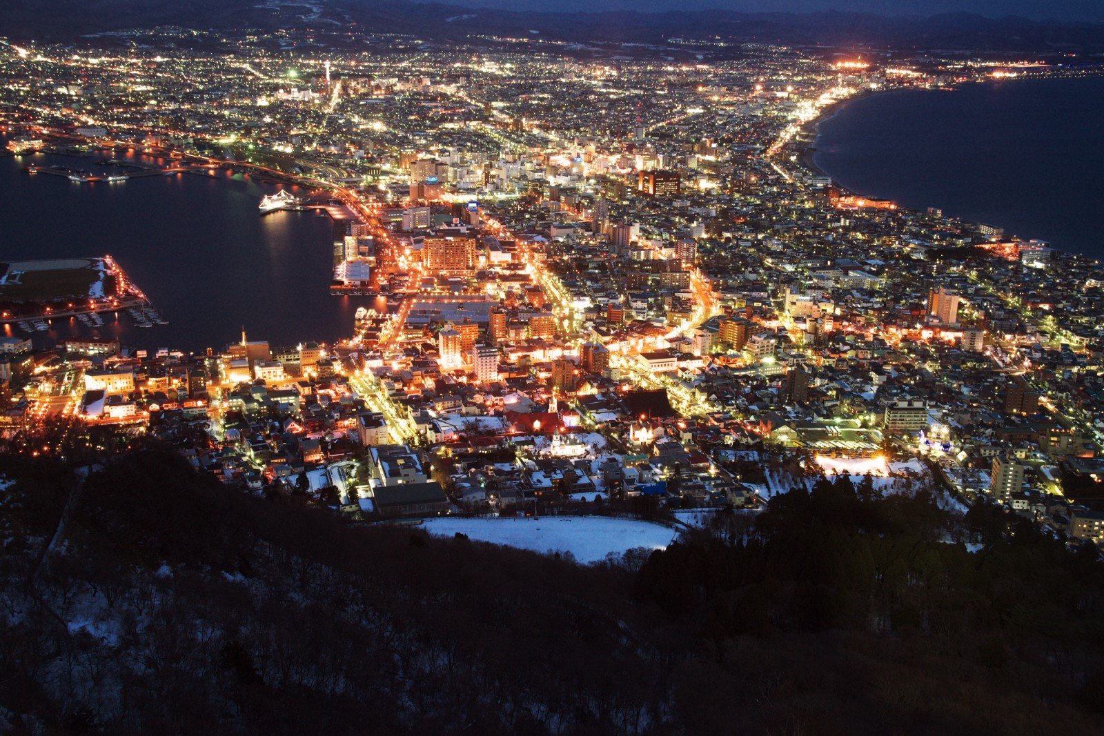 The astonishing night view of the city from Mt Hakodate