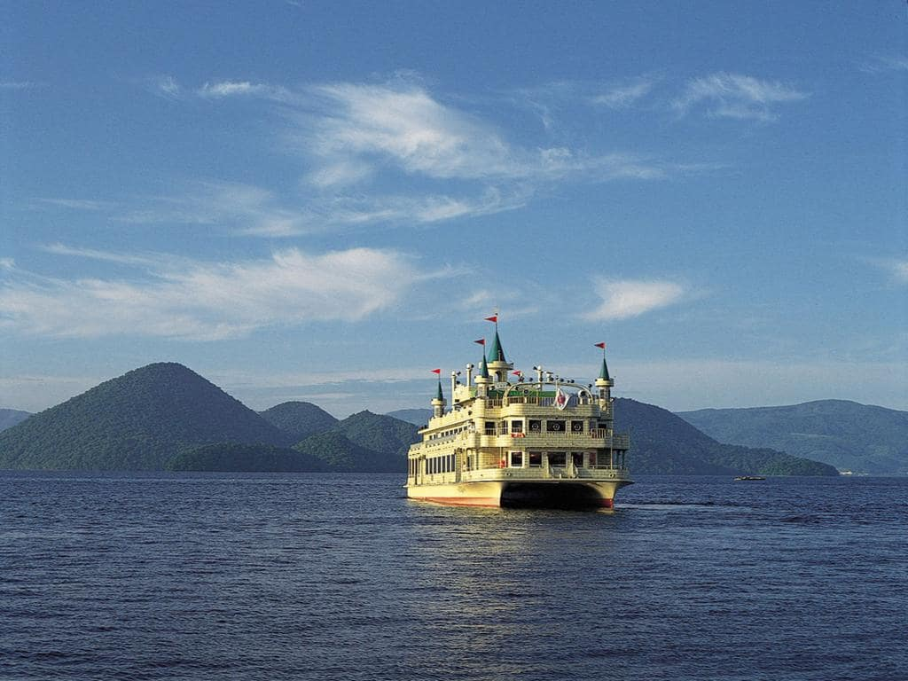 cruise on Lake Toya 2