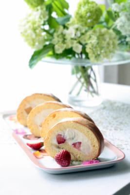 Fruits roll cake
