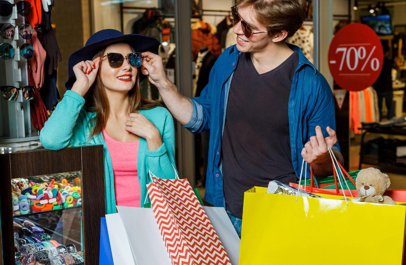 shopping couple